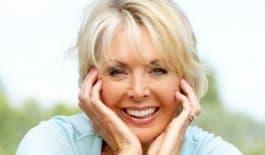 Lachende vrouw senior
